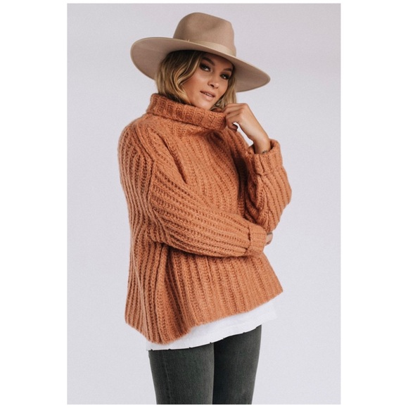 618f73f5b34946 HP🎉Free People Fluffy Fox Cropped Sweater